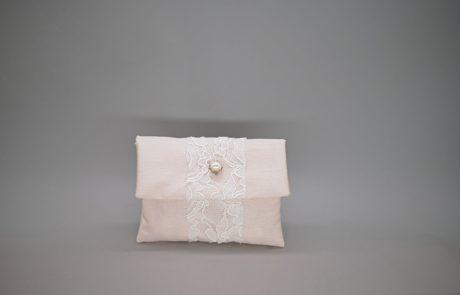 Μπομπονιέρα φάκελος με ταφτά και δαντέλα