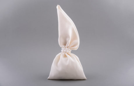 Μπομπονιέρα πουγκί βαμβακερό με πέρλες