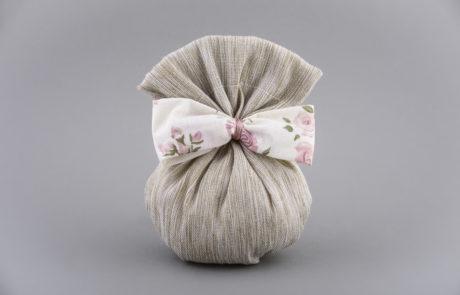 Μπομπονιέρα πουγγί λινό με φλοράλ κορδέλα