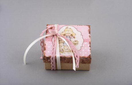 Μπομπονιέρα βάπτισης διακοσμητικό κουτί με μοτίβο και κορδέλες