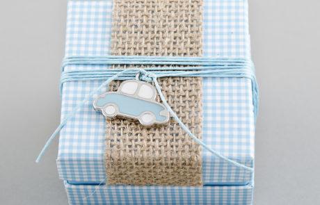 Μπομπονιέρα βάπτισης Διακοσμητικό κουτί με λινάτσα και αυτοκίνητο