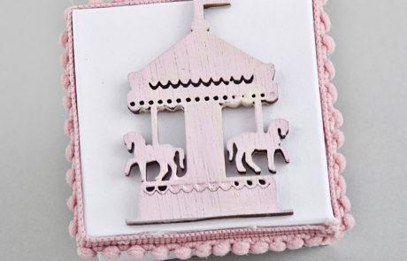 Μπομπονιέρα βάπτισης διακοσμητικό κουτί με ξύλινο αντικείμενο