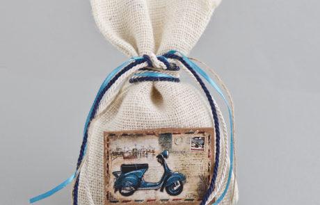 Μπομπονιέρα βάπτισης με γάζα και ξύλινο διακοσμητικό αντικείμενο